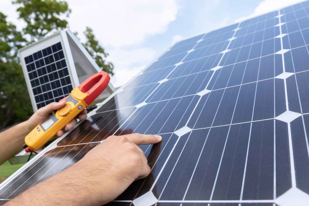 engineer-with-energy-measurement-tool-photovoltaic-LMLH3EX.jpg