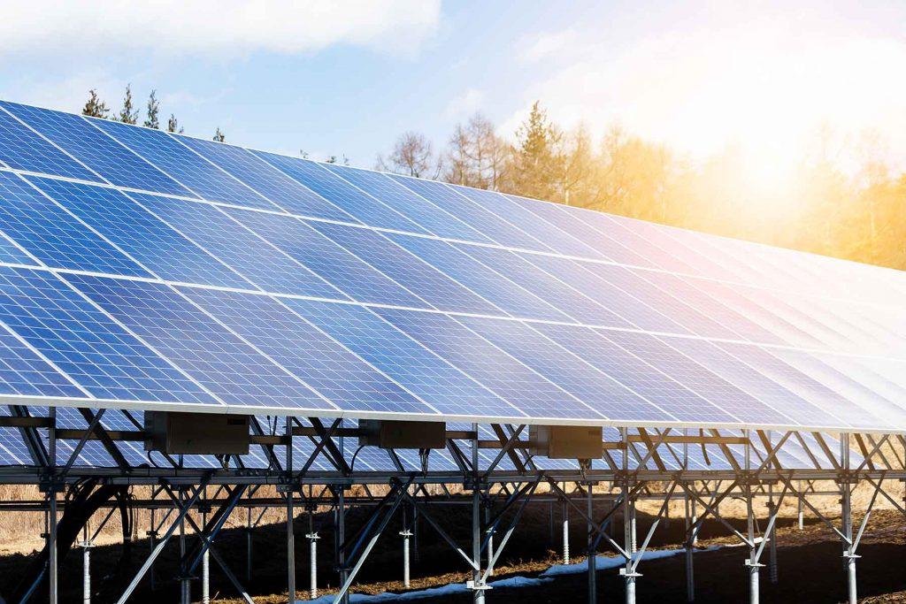 power-plant-using-renewable-solar-energy-with-sun-YKMAQ9S.jpg